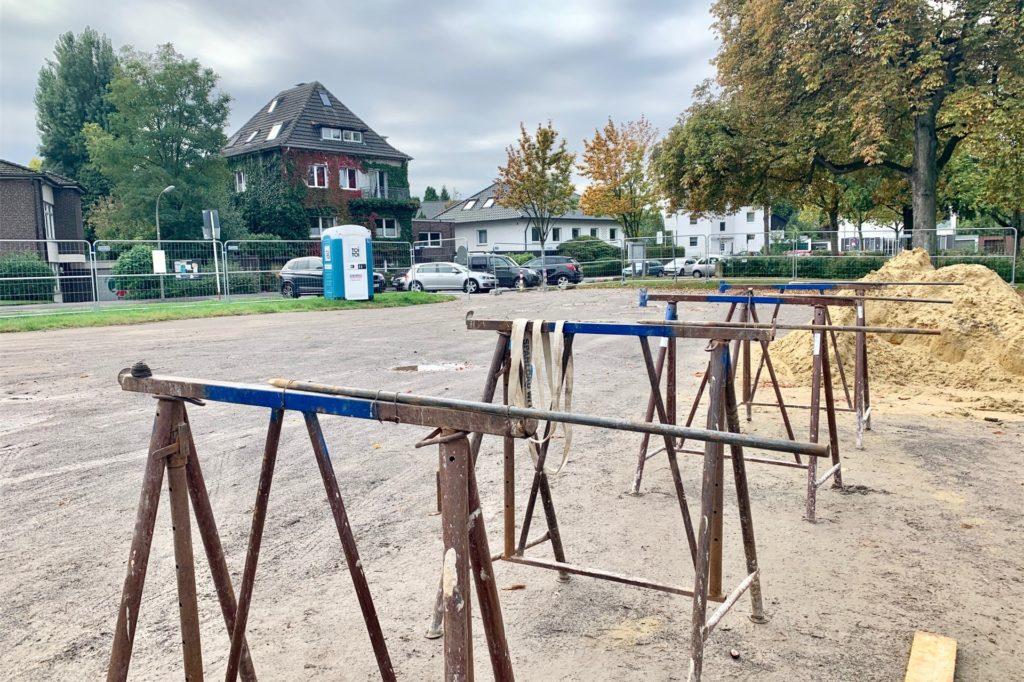 Zurzeit ist der Parkplatz geschlossen. In einem Jahr soll er den Bürgern wieder zur Verfügung stehen.