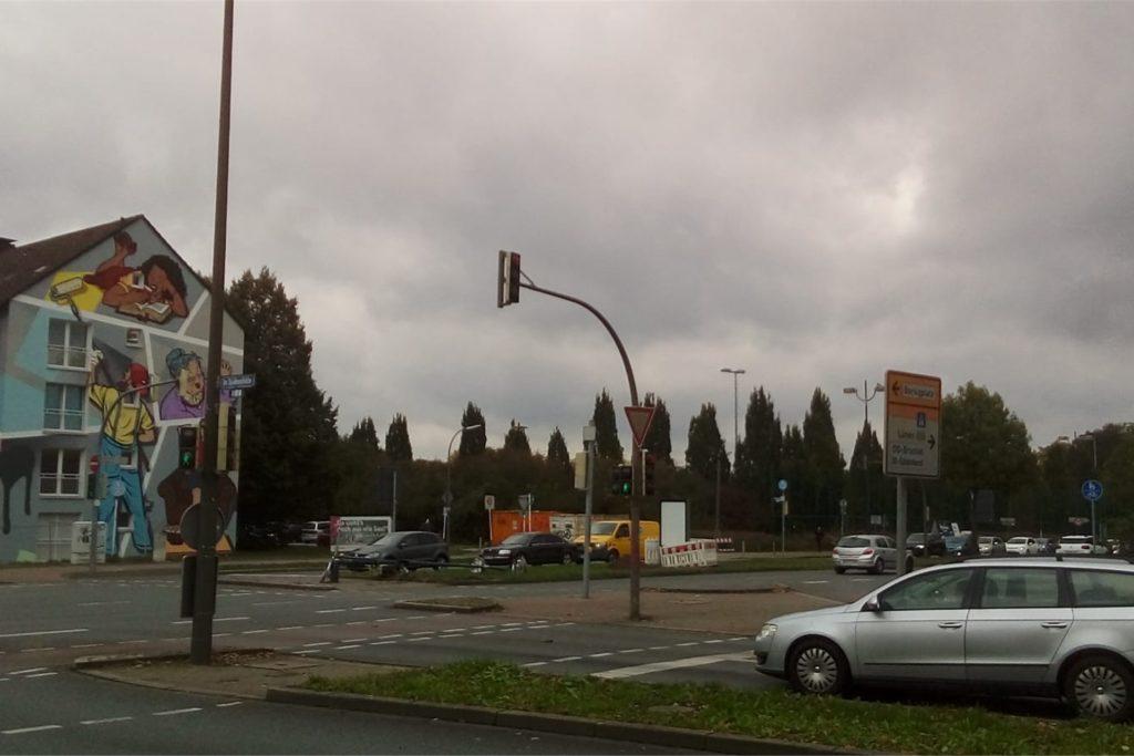 Gegen halb 2 am Mittag sah die Verkehrssituation an der Brackeler Straße Ecke Im Spähenfelde schon wieder besser aus.