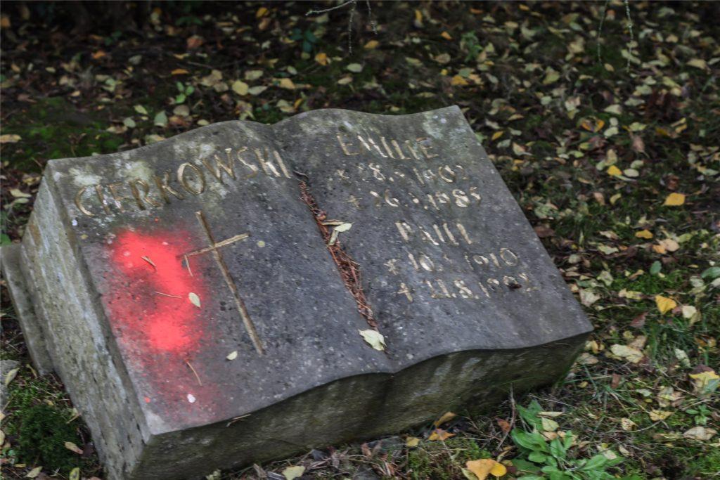 Auch dieses Grab wurde markiert.