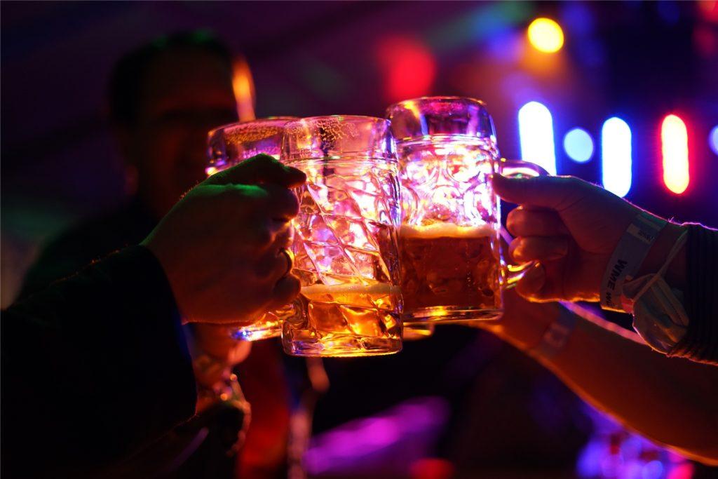 Passend zur Stimmung gibt es eine Kühle Maß Bier.