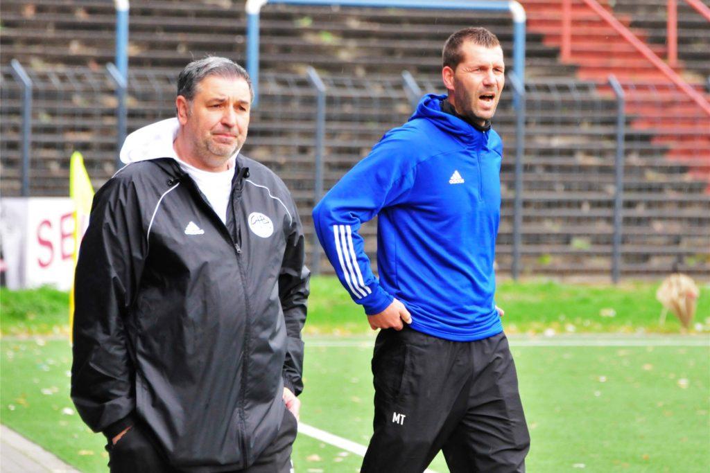 Zusammen mit dem ehemaligen Schweriner Nachwuchs-Trainer Martin Backwinkler (l) betreut Marco Taschke nunmehr die U17-Junioren des VfB Waltrop in der Westfalenliga-