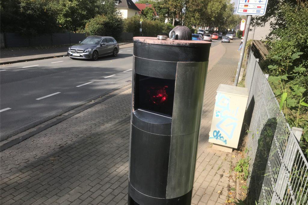 Die neue Blitzer-Säule an der Recklinghauser Straße in Ickern an der Stadtgrenze zu Dortmund-Mengede: Nach wenigen Tagen wurde der Blitze erstmals besprüht. Kurz darauf gab es eine zweite Attacke.