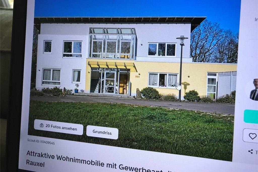 Diese Mischung aus Wohnhaus mit Gewerbeeinheit im Obergeschoss in Castrop-Rauxel ist für 679.000 Euro zu haben.