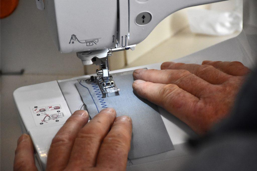 Die Technik der Nähmaschinen hat sich extrem entwickelt. Heute kann man sie zum Beispiel mit dem Computer verbinden und Fotos sticken lassen.