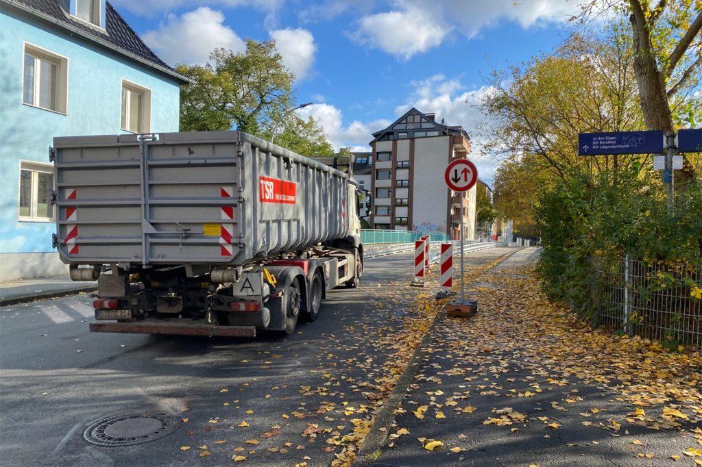 Autos können am Anfang der Brücke nicht immer erkennen, ob auf der gegenüberliegenden Seite andere Verkehrsteilnehmer schon losgefahren sind.