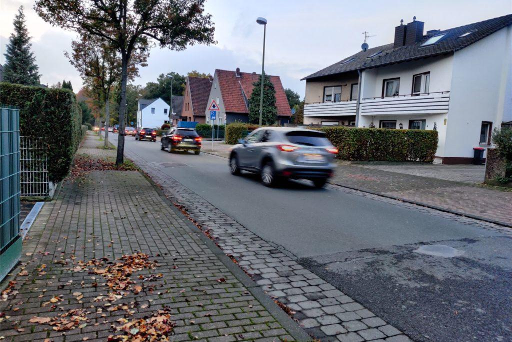Auch bei Tag fahren viele Autos und Lkw über die Achenbachstraße. Das Reizthema für die Anwohner war im vergangenen Jahr immer wieder Thema. Auch in der Lüner Politik.