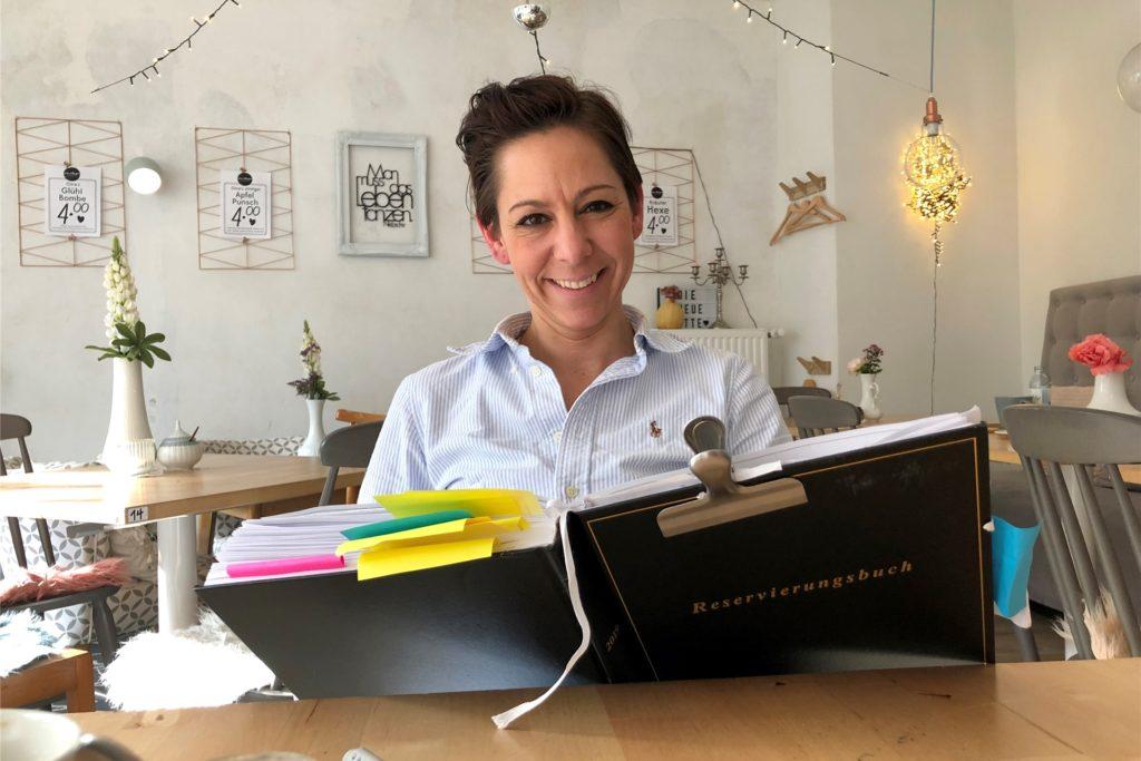 Ein Bild aus besseren Zeiten: Melly Wentzel-Terrahe in ihrem Café Oma Rosa.
