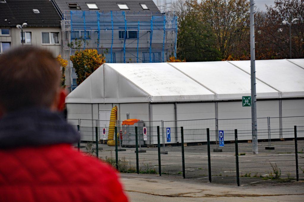 Für viele Wohnungslose steht ein harter Winter bevor, da zahlreiche Einrichtungen ihren Betrieb wegen Corona einschränken mussten. Das Zelt am U soll ihnen helfen.