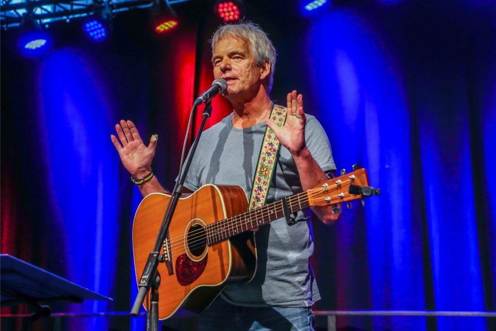 Der Liedermacher Fred Ape bei einem Auftritt im Juni bei der Eröffnung des Ruhrhochdeutsch-Festivals in Dortmund.