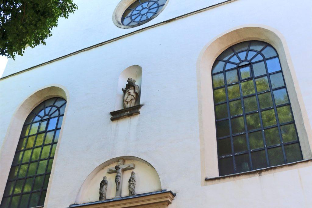 Die Kapuzinerpatres ließen von 1671 bis 1673 das Kloster errichten, wie das Chronogramm über dem Eingangsportal darlegt, und von 1677 bis 1681 die Kirche.
