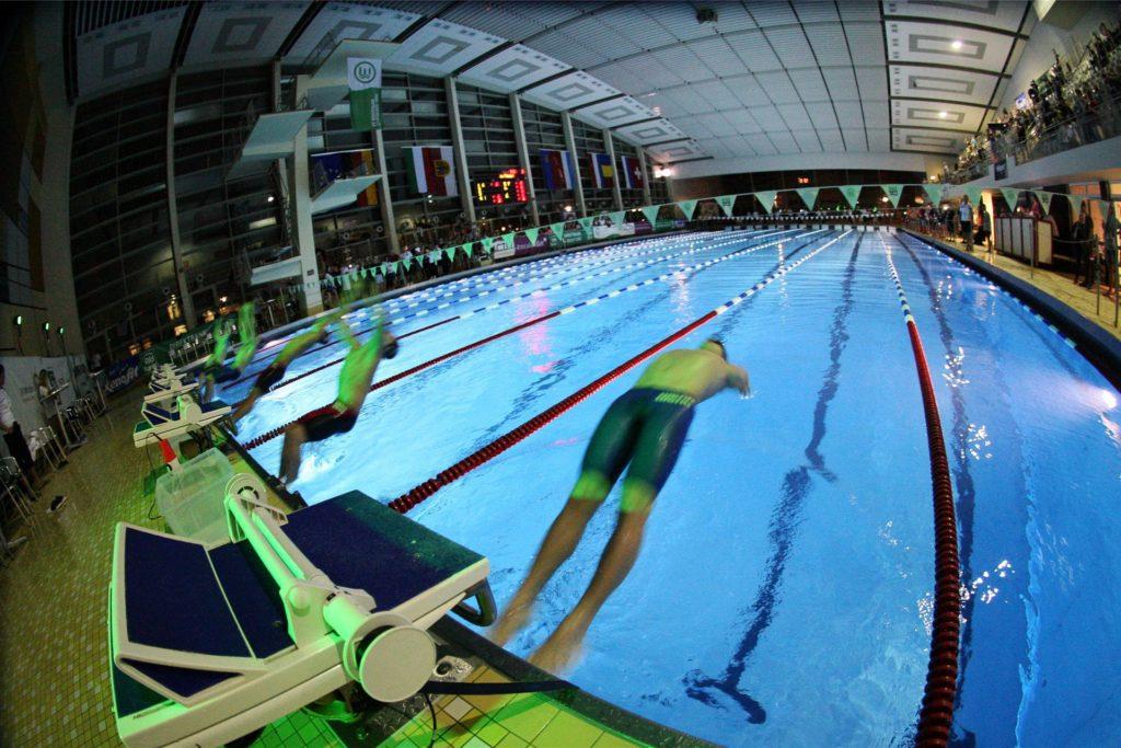 Großes Spektakel mit Beleuchtung und Teilnehmern aus vielen Nationen: Die Swim Race Days waren Anfang März 2020 der letzte Wettkampf im Südbad vor der Schließung.