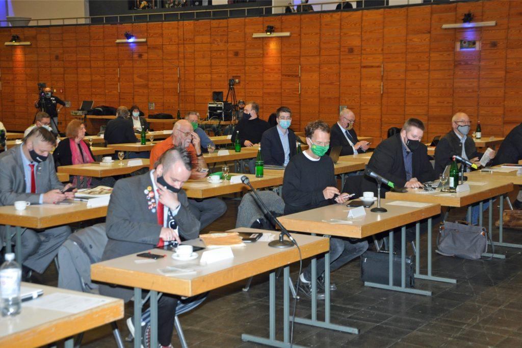 Marcus Liedschulte und Andreas Kemna sitzen für Die Partei jetzt erstmals im Rat. Der Fraktionsvorsitzende Kemna saß in der ersten Reihe, gleich neben Grünen-Chef Bert Wagener.
