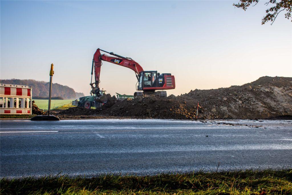 """Die Erschließung des geplanten Neubaugebiets """"Capeller Straße"""" ist es zwar noch nicht, aber ein Teil der notwendigen Arbeiten wird auf der Fläche bereits erledigt."""