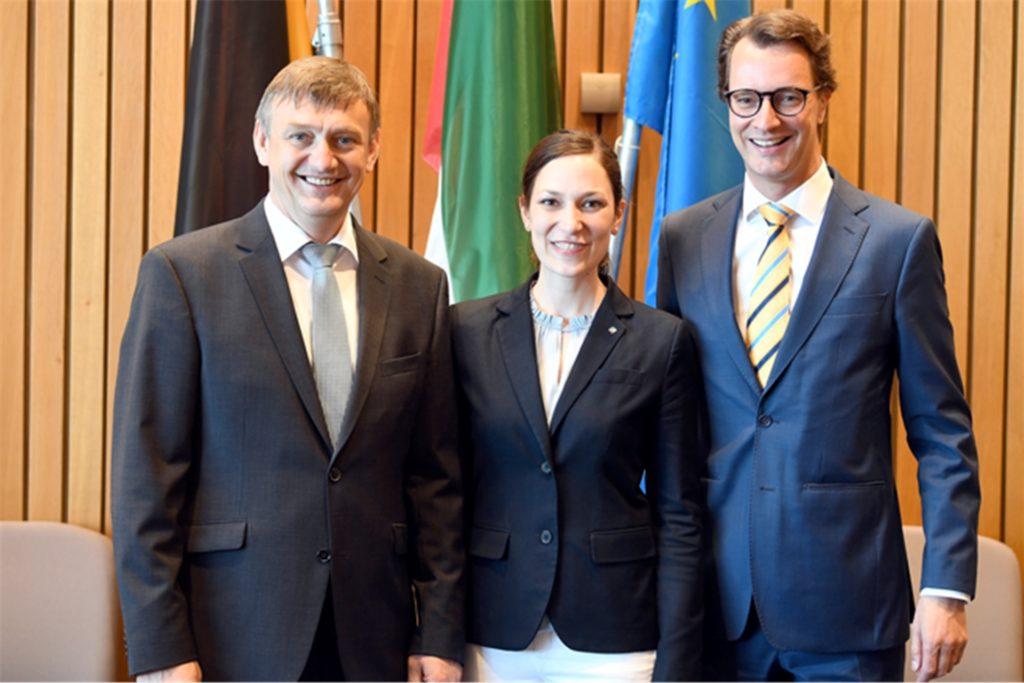 Freuen sich über die Impulse für den Radwegebau (von links): die Landtagsabgeordneten Wilhelm Korth und Heike Wermer mit dem Verkehrsminister Hendrik Wüst.