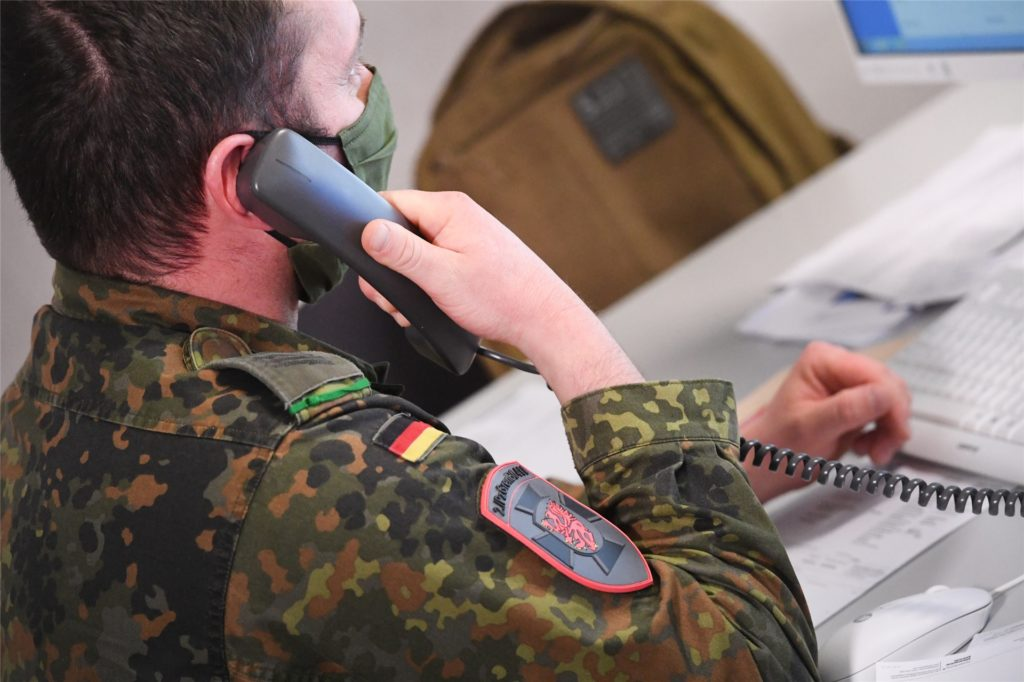 Soldaten der Bundeswehr helfen dem Dortmunder Gesundheitsamt bei der Verfolgung der Kontakte.