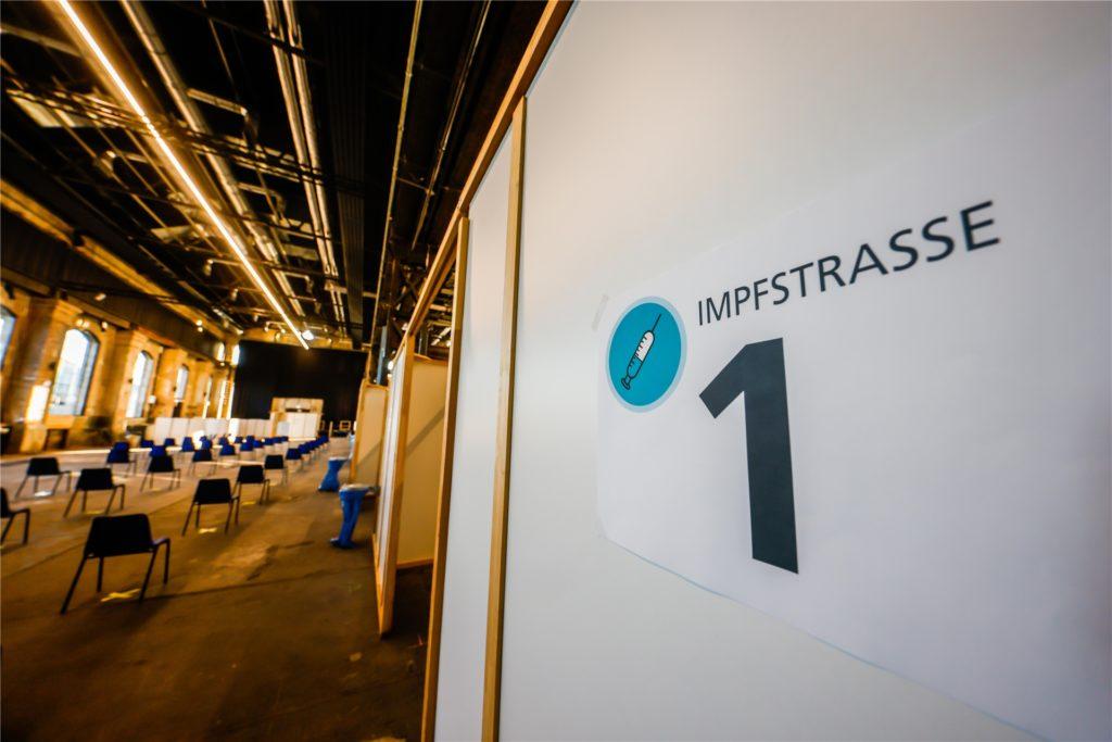 Das Dortmunder Impfzentrum Phoenix-West ist bereit für die Eröffnung. Die Über-80-Jährigen werden die Ersten sein, die sich hier impfen lassen können.