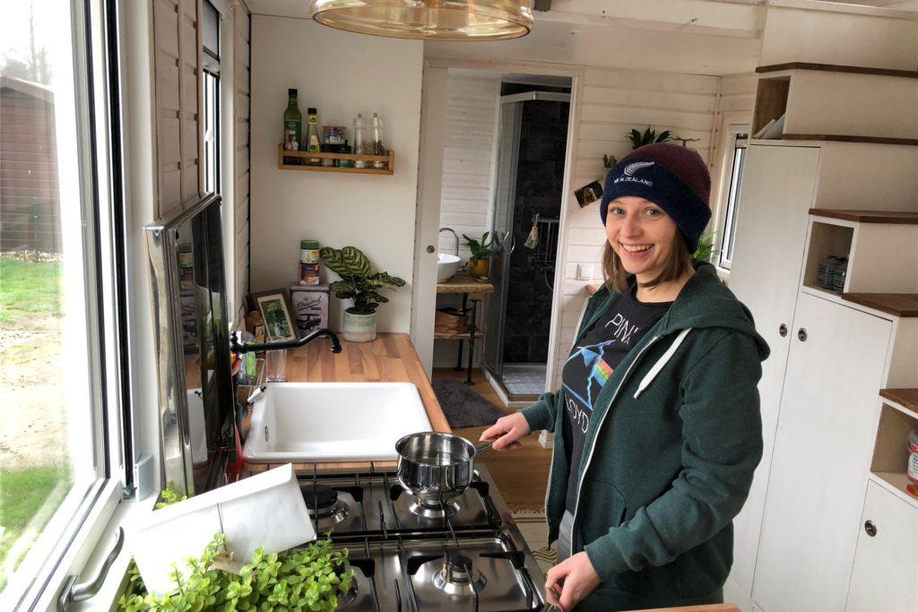 Das Tiny House verfügt natürlich auch über eine komplette Küche.