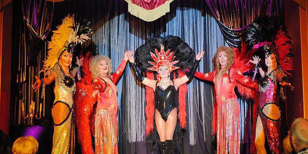 Farbenprächtig, schräg und sehr musikalisch - so kennt man die Travestie-Gruppe Antonella Rossi.