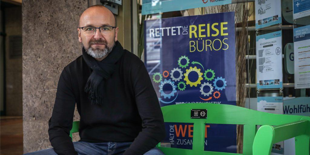 Michael Draeger vom Reisecafé Stoffregen in Dortmund kämpft seit dem Beginn der Pandemie um die Rettung der Reisebüros. Vielen drohe jetzt die Insolvenz, sagt er. Der Grund seien fatale Regelungen zur Überbrückungshilfe II.