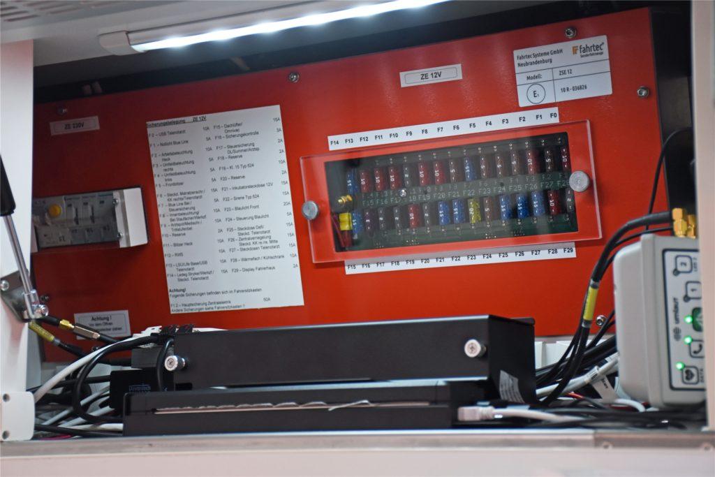 Im Rettungswagen steht ein kleiner Drucker, den der Telenotarzt von der Zentrale aus ansteuern kann.