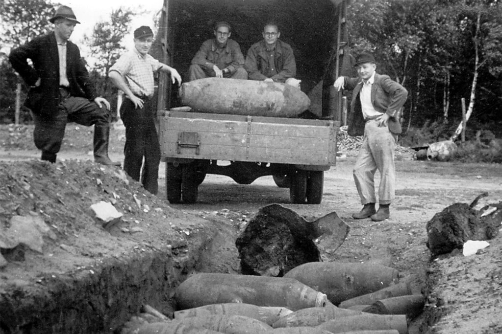 Aufräumarbeiten im Stadtgebiet nach dem Krieg