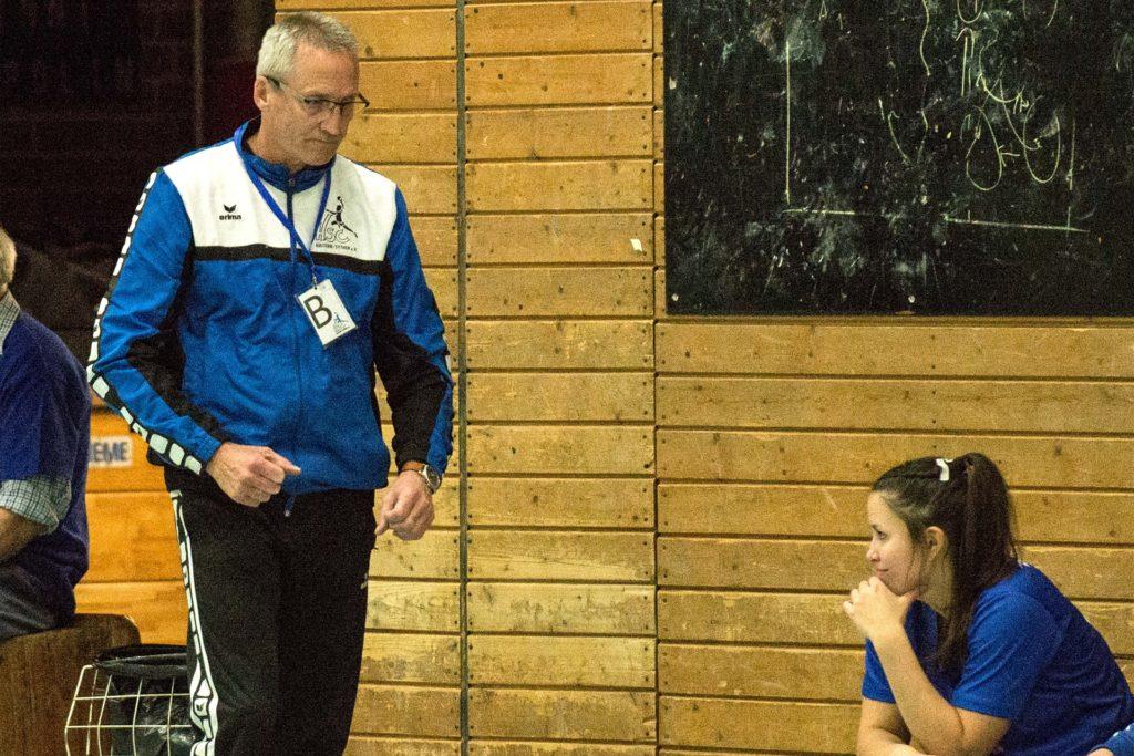 Andreas Stolz, Trainer der Damen des HSC Haltern-Sythen, sieht vor allem ein finanzielles Problem bei den Überlegungen, regionale Turniere und Aufstiegsrunden zu spielen.