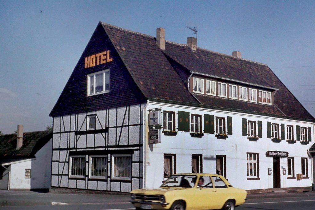 Mit dem Opel vorfahren: So sah das Hotel Drei Linden an der Hörder Straße 92 zu seiner Blütezeit aus.
