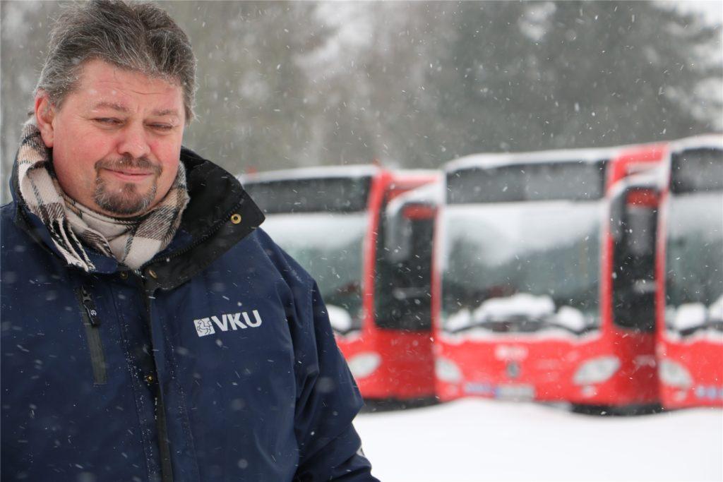 Michael Magnus ist bei der VKU Verkehrsmeister im Außendienst und bei extremen Wetterlagen morgens ab 4 Uhr auf der Straße, um zu gucken, ob die Busse eingesetzt werden können.