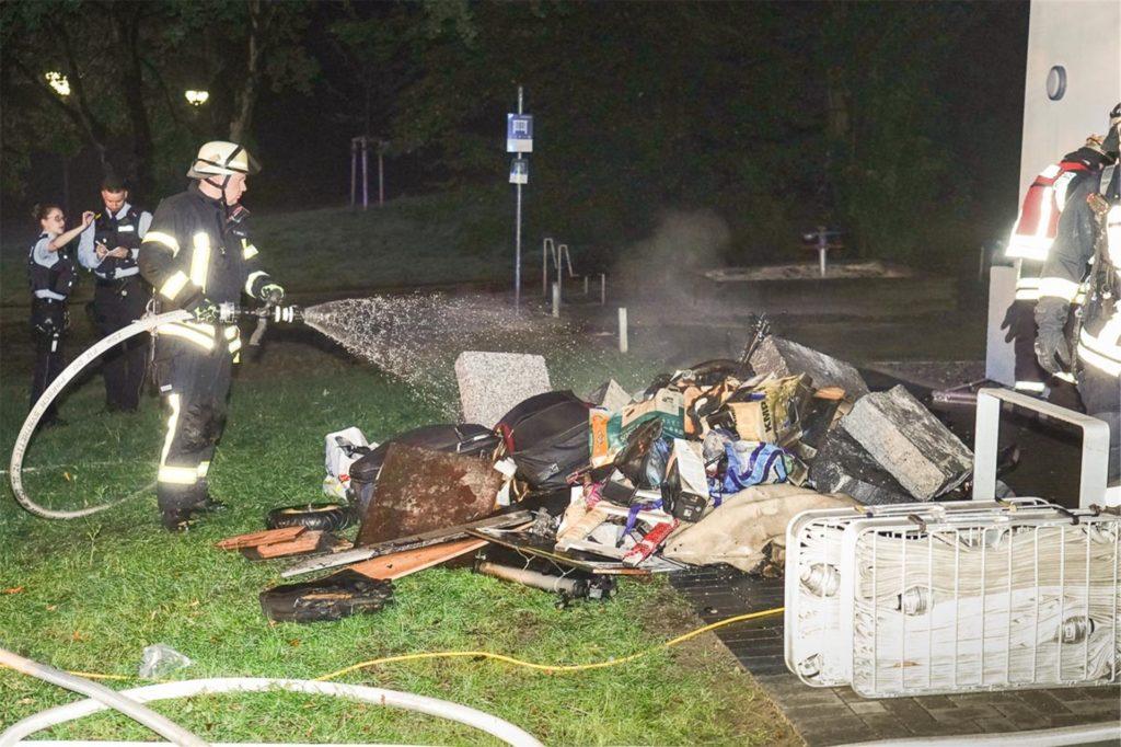 Im August 2020 brannte es Im Keller eines Mehrfamilienhauses am Steinfurtweg in Kirchlinde. Der Täter hatte Müll und Gerümpel angezündet.