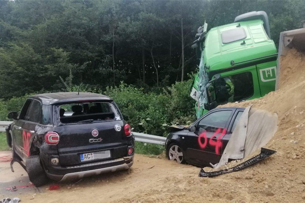 Massenunfall am 24. Juli 2020 auf der A31, die noch bis nach Mitternacht gesperrt war: Zehn Menschen erlitten Verletzungen.