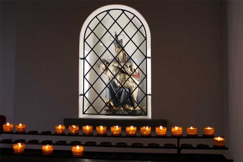 35 Besucher sind für die Messen zugelassen, aber vorher ist eine Anmeldung per Telefon oder E-Mail zwingend erforderlich.