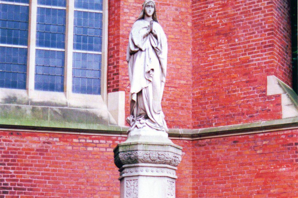 Die Mariensäule an der Sixtuskirche von 1914