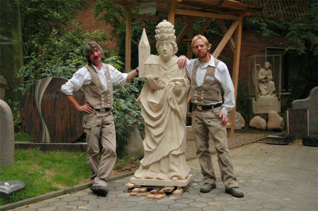 Bernd Wirtz und Jens Eilert mit dem Heiligen Sixtus im Jahr 2007