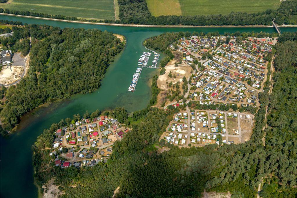 Am Yachthafen der Marina in Flaesheim gibt es mehrere Liegeplätze.