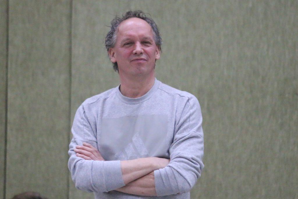 SV-Südkirchen-Trainer Wolfgang Uhlenbrock blick aufgrund befürchteter Abgänge nachdenklich in die Zukunft.