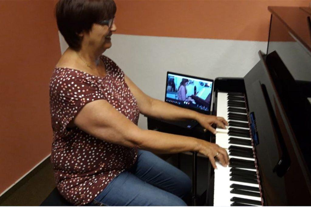 Viele Musikschüler müssen weiterhin in den Online-Unterricht gehen.