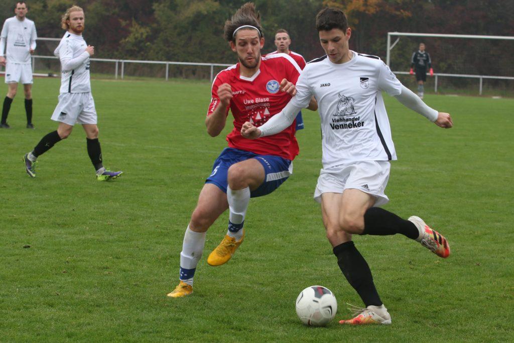 Florian Siemerling (r.) spielte eine entscheidende Rolle bei den Verhandlungen von zwei Sommer-Neuzugängen des FC Nordkirchen.
