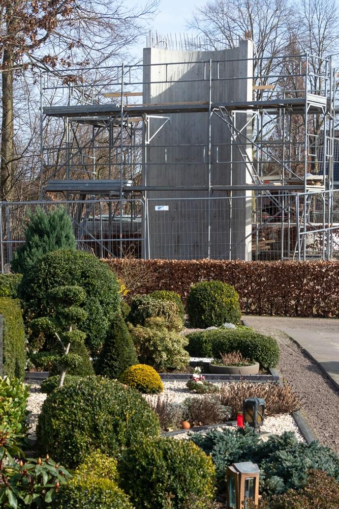 Der Glockenturm soll am Anfang des Hauptweges auf dem städtischen Friedhof seinen Platz finden.