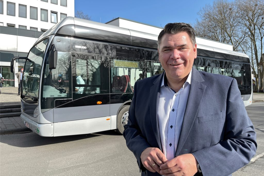 Landrat Mario Löhr geht es nicht nur um den Bus. Er sieht Wasserstoff als Energieträger der Zukunft für den Kreis Unna auch als Motor vieler Entwicklungen.