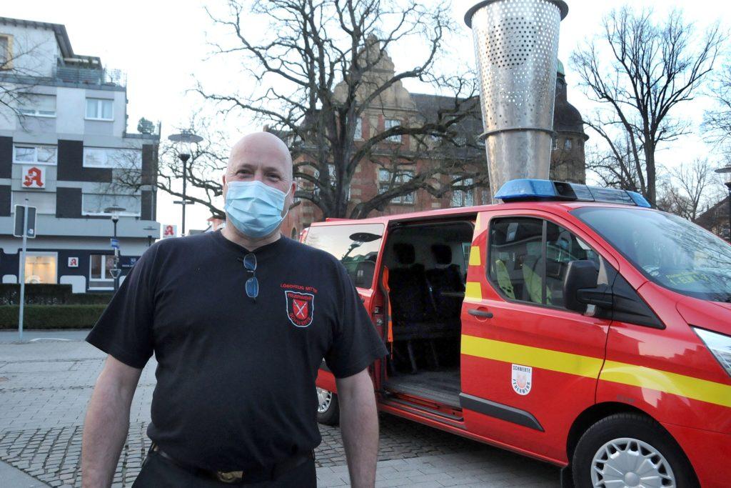 Als Ansprechpartner hatte die Feuerwehr Einsatzkräfte auf dem Postplatz und auf dem Cavaplatz postiert, da ja auch telefonische Notrufe nur eingeschränkt möglich waren.