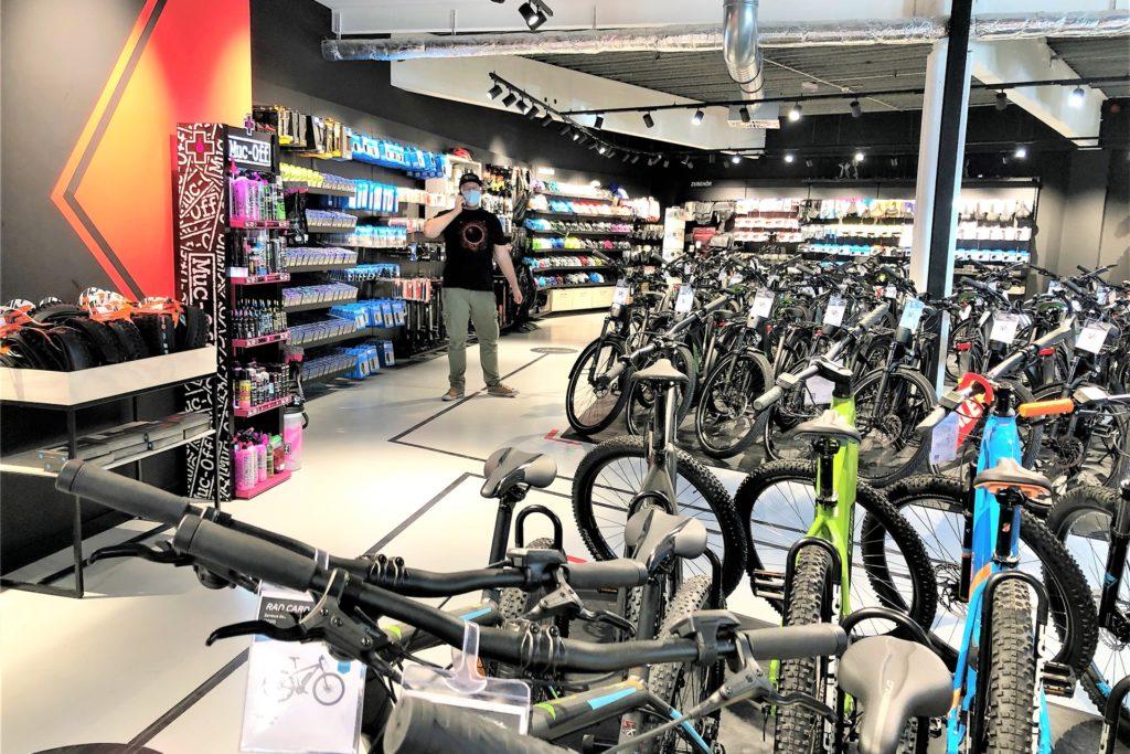 Auch telefonische Beratung bietet fahrrad.de im Induaprk an.