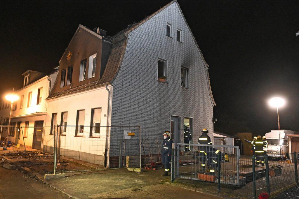 Das Haus stammt aus dem 19. Jahrhundert - viel Holz für den Flammenfraß.