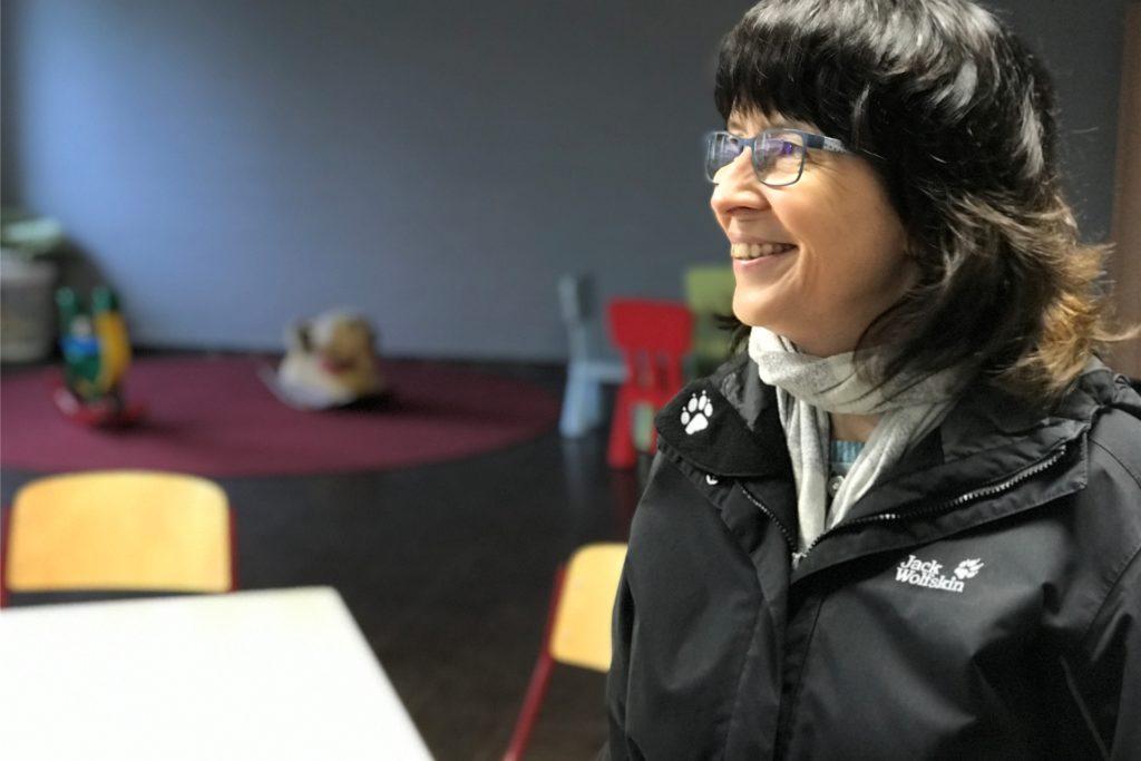 Susanne Köhler ist seit sechs Jahren Bereichsleiterin (anfangs kommissarisch) in der Stadtverwaltung im Bereich Migration und Obdachlosenhilfe. Sie gilt vielen der Bewohner als Engel. Belegt ist, dass sie sich auch über die Arbeitszeit hinaus für die Menschen engagiert. Für Stefan E. war sie kein Engel. Mit ihm gab es viele Auseinandersetzungen.