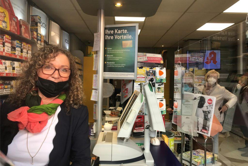 Renate Schumacher gibt ihre Lotto-Annahmestelle am Samstag (27.2.) auf. Am Vortag war sie noch voll in ihrem Element: Es gab wie immer viel zu tun...