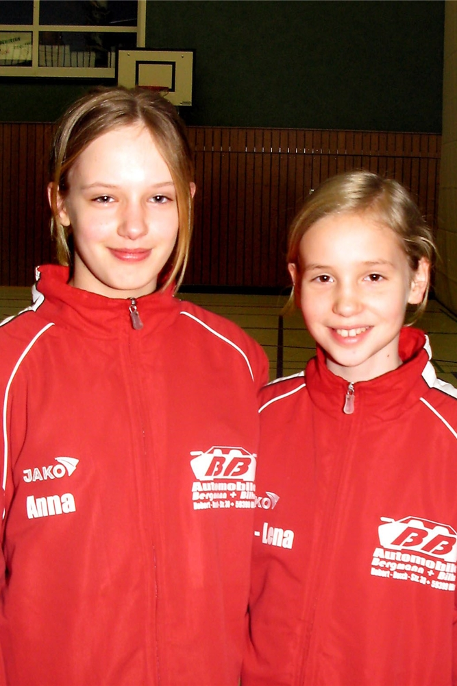 Anna Borowek (l.) in der D-Jugend des SuS Olfen.