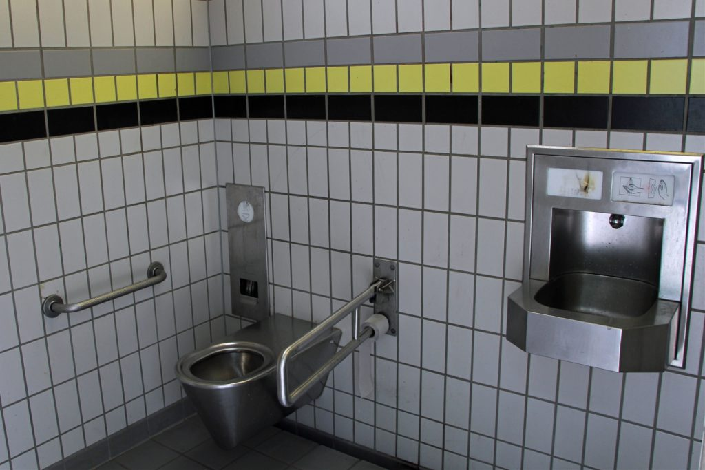 Die Toilette am Stadtpark können Menschen mit Rollstuhl nutzen.