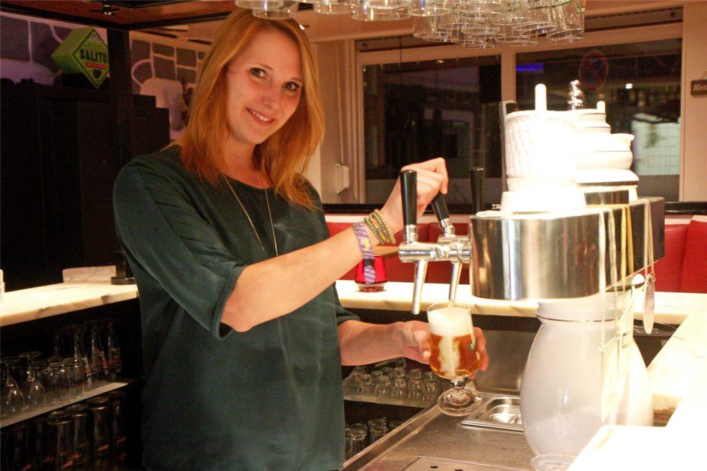 Angi Kowalski, hier bei der Eröffnung 2018, hat vor drei Jahren die Kneipe Burgtreff übernommen. Nun gibt sie ihren Traum von der eigenen Kneipe auf. Es war eine Entscheidung der Vernunft, wie die 33-Jährige erklärt.