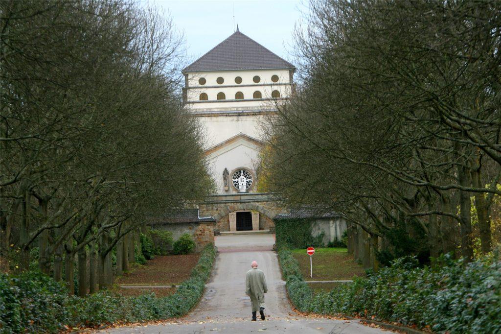 Der Hauptfriedhof bietet viel Platz für Spaziergänge.