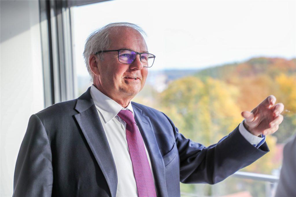 Als Präsident der Industrie- und Handelskammer zu Dortmund fordert Heinz-Herbert Dustmann eine Öffnungsstrategie.