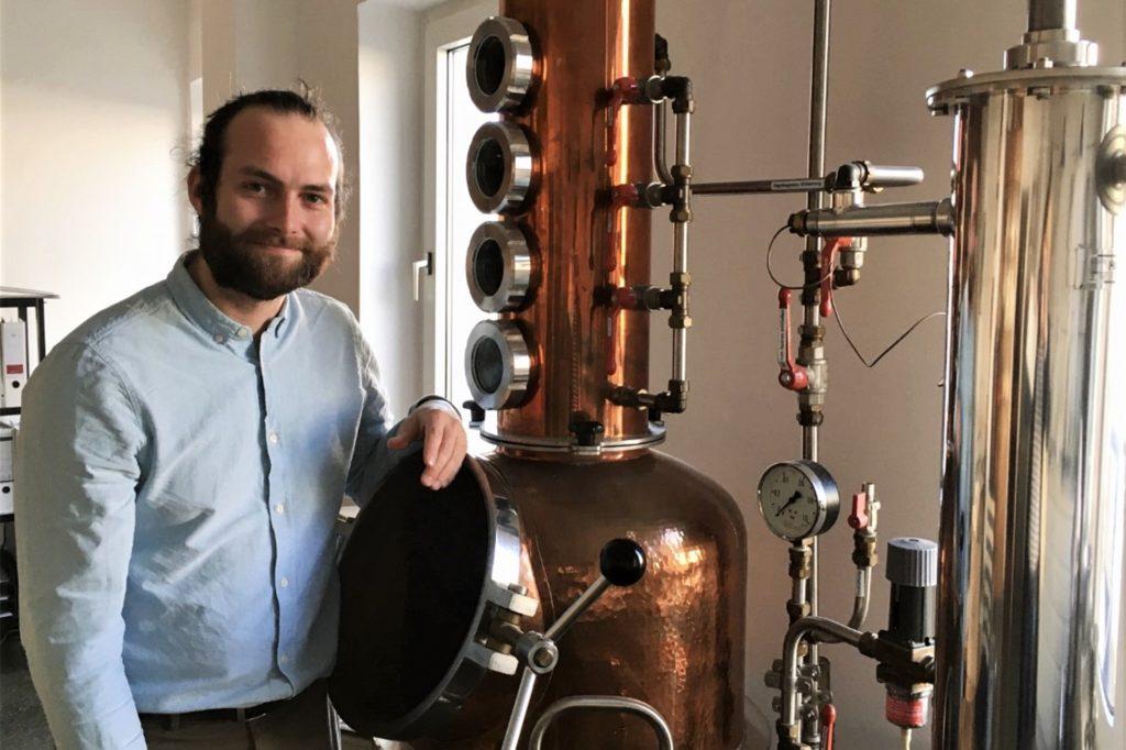 Mit diesem Gerät werden die Destillate hergestellt.